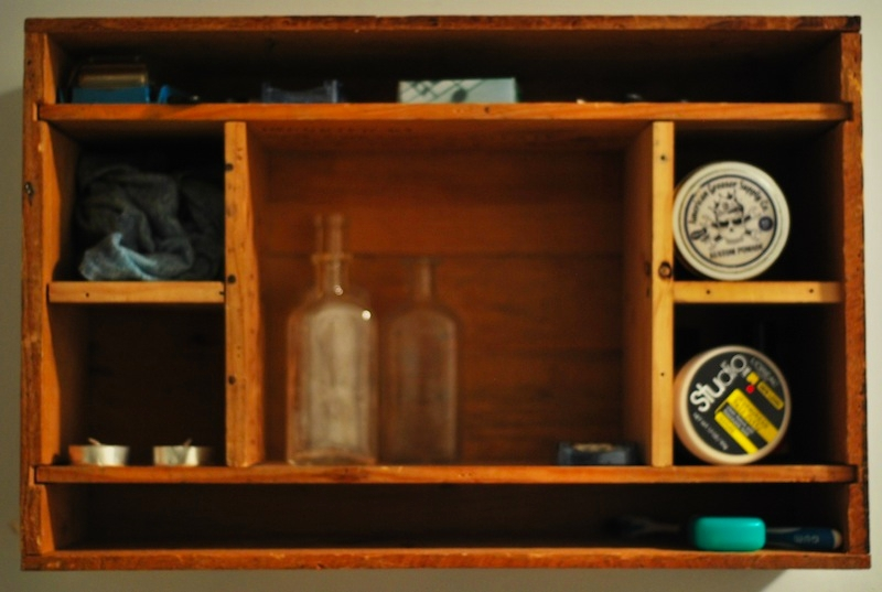 Make your own cabinet from wine crates for Diy wine crates