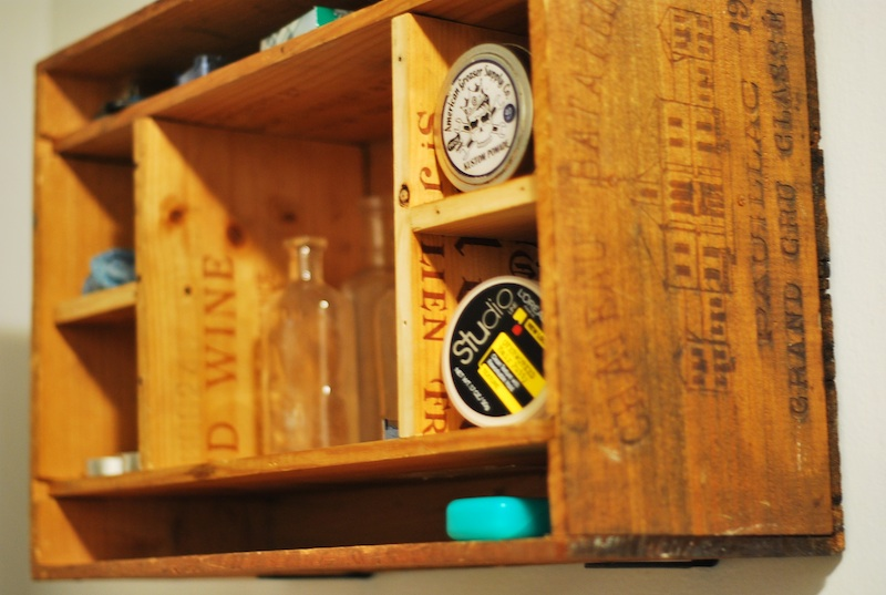 Make your own cabinet from wine crates for Wine crate diy